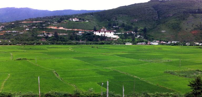 Päivi Ahonen: Bruttokansanonnellisuus ja kestävä kehitys Bhutanin kouluopetuksessa