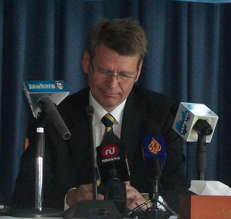 Martin Scheinin: Koronaepidemian tukahduttaminen onihmisoikeusasia